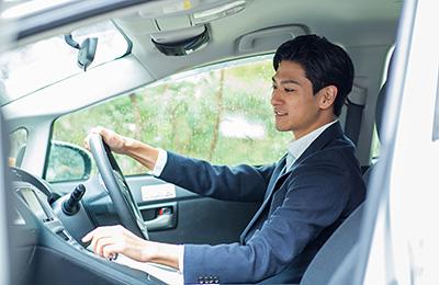 安全運転とは。5原則や標語、安全運転センターの講習|チューリッヒ